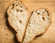 Dating Trend: Breadcrumbing